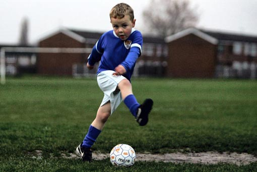 Cara Efektif Kembangkan Keterampilan Sepak Bola Anak